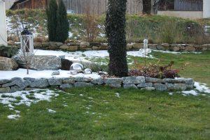 Abgrenzung mit Natursteinen, Einfassung, Gartengestaltung