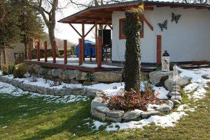 Terrassenunterbau, Terrassenbefestigung, Steinschlichtung mit Bagger und händisch für Terrasse