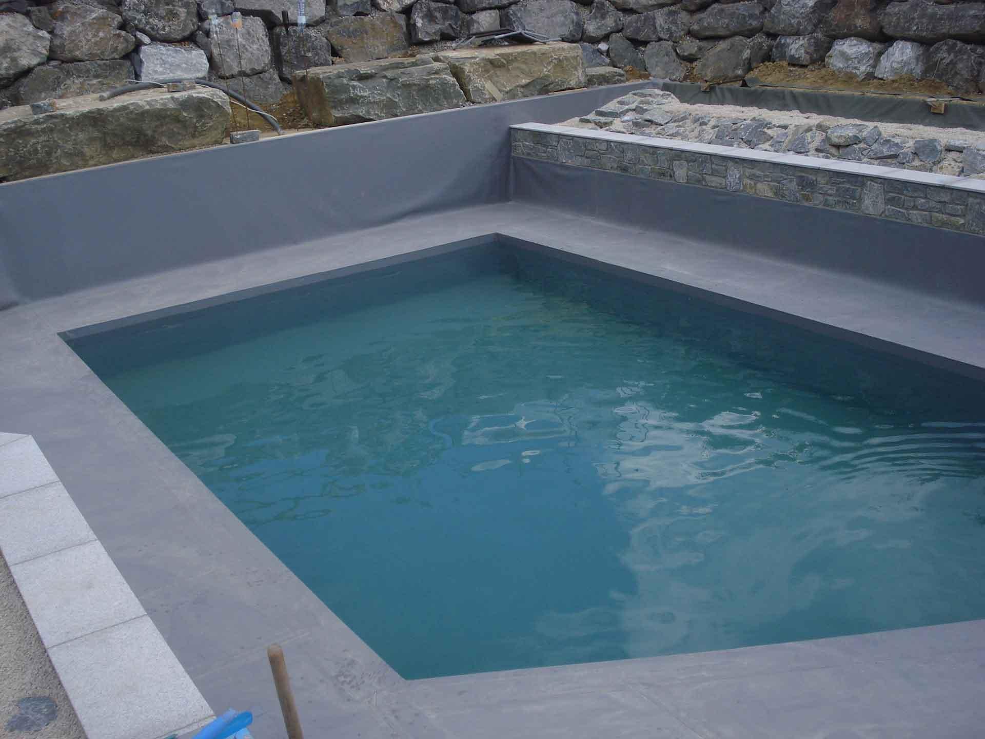 Schwimmteich, Abgrenzung, Hangsicherung, Natursteine
