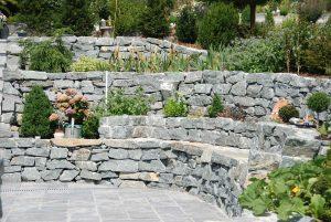 Naturmauer, verschiedene Ebenen, rustikal, verlegt