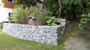 Natursteinmauer händisch verlegt, Gartengestaltung, Natur im Garten