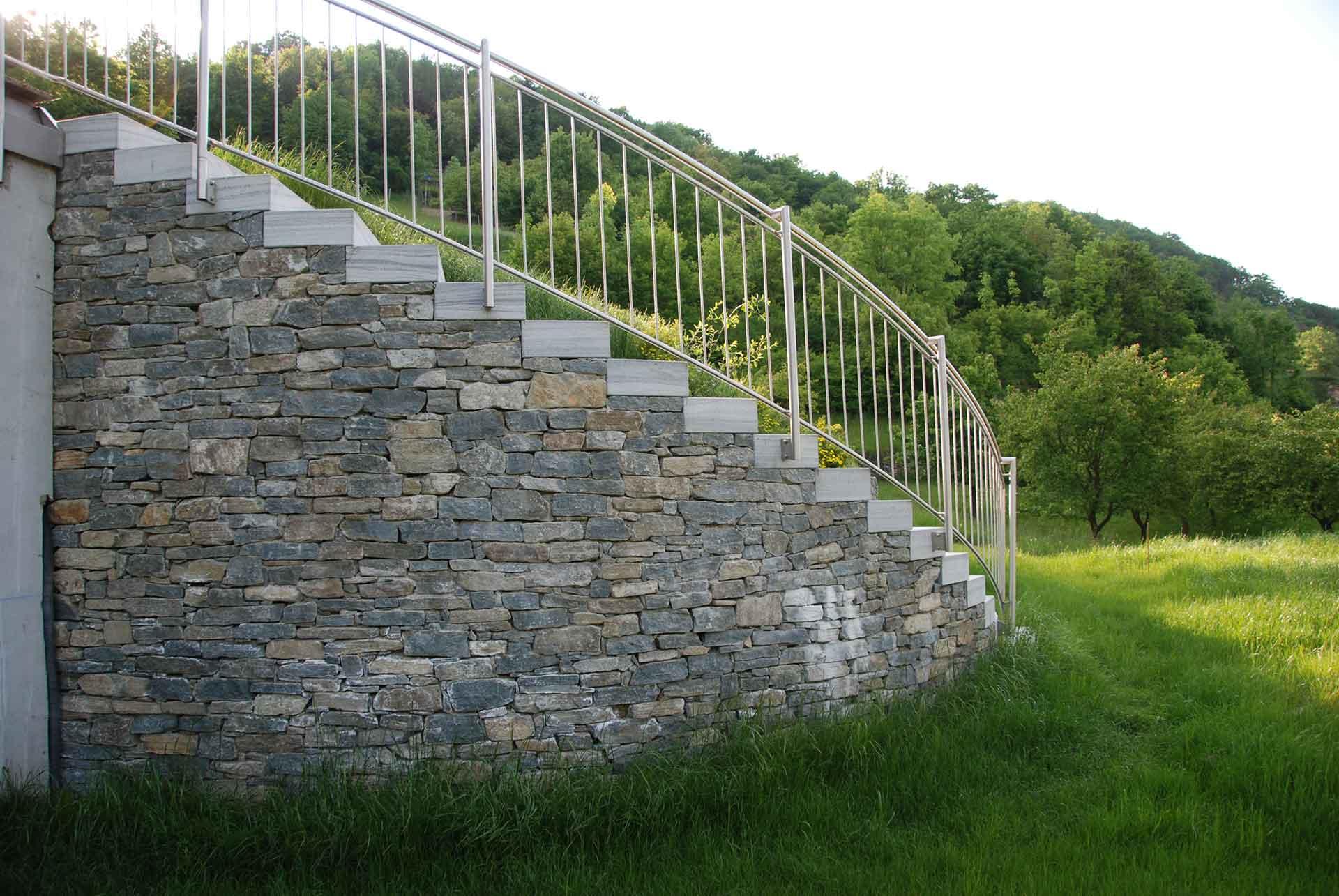 Treppen im Garten, Wachauer Marmor, Trockensteinmauer