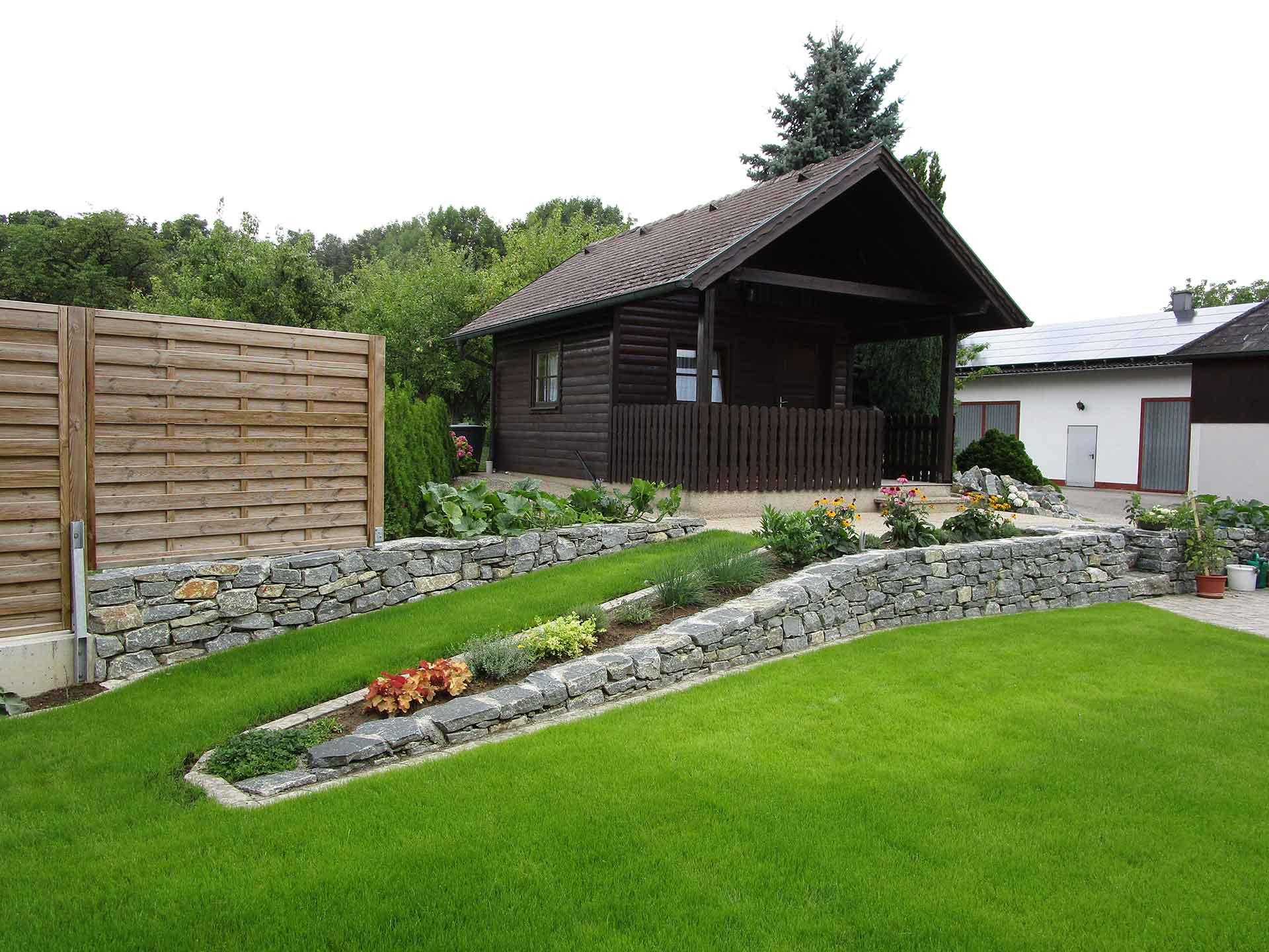 Gartengestaltung, Gehweg, Wachauer Marmor, Gartenelement, Blumenbeet,