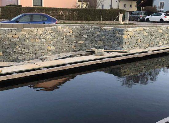 handverlegte Natursteinmauer, Teichmauer